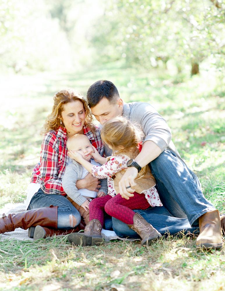 FamilyPhotos_FredericksburgPhotographer_youseephotography_JoyFamily (3).jpg