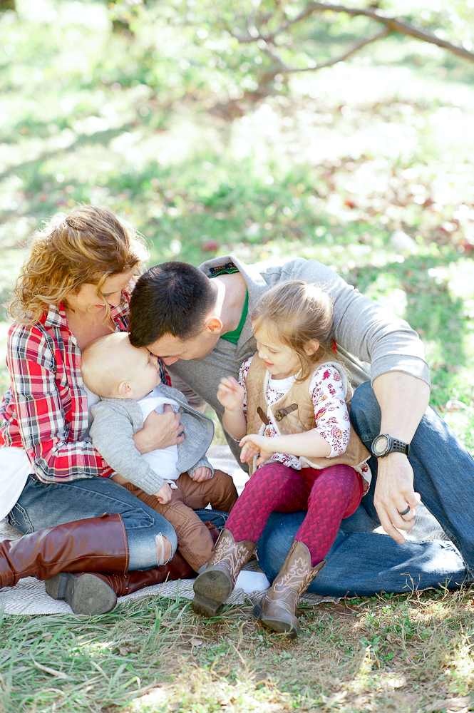 FamilyPhotos_FredericksburgPhotographer_youseephotography_JoyFamily (5).jpg