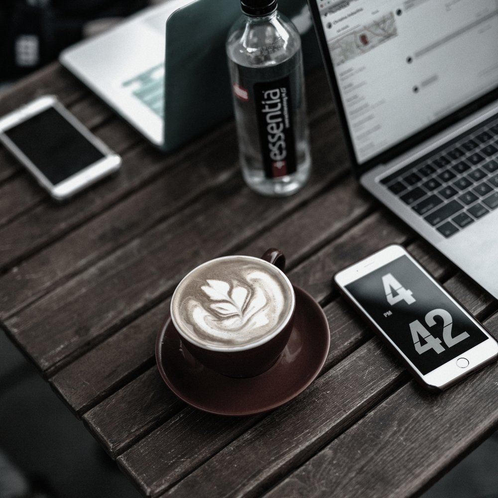 LUSS Café   Você não precisa escolher entre almoçar ou fazer a unha, aqui você faz os dois, paga tudo junto. Comida saudável e gostosa para quem não tem muito tempo, mas tem muito à fazer.