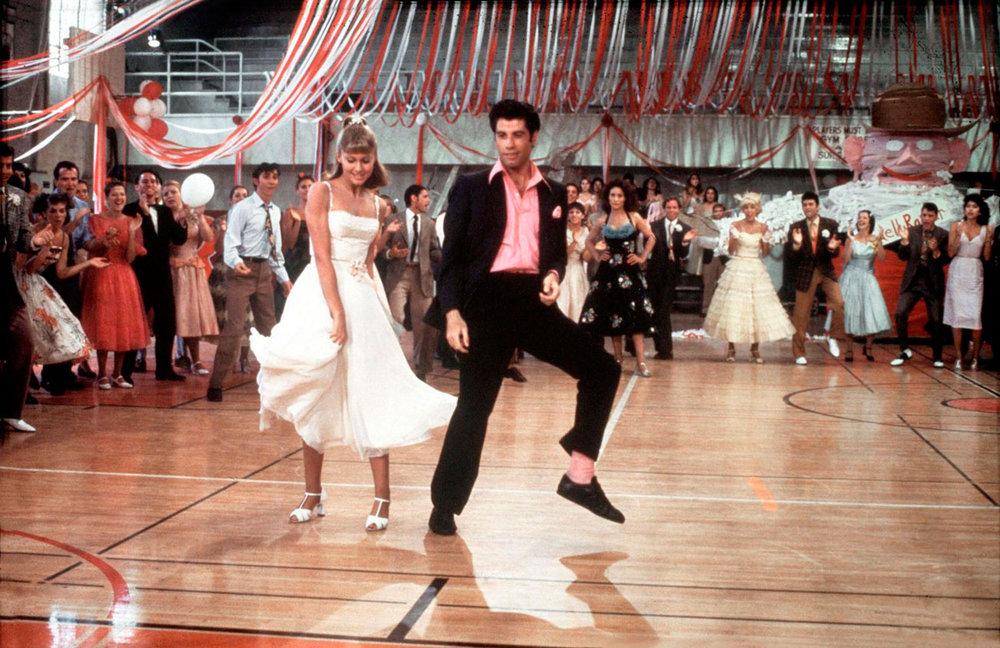 Vertidos cortos de graduación en Madrid. - Foto: John Travolta & Olivia Newton John. Graduación Grease
