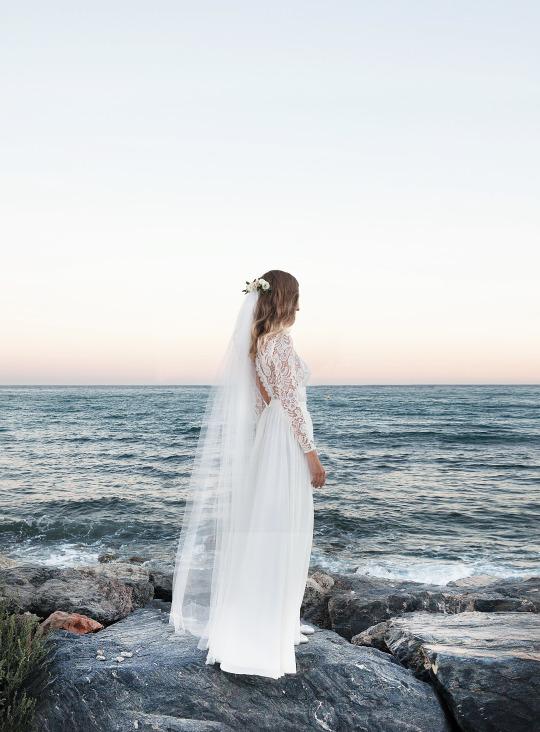 Descubre en C/ Cervantes, 3 nuestra selección de vestidos de novia boho, romántica, alternativa... con precios de invitada.