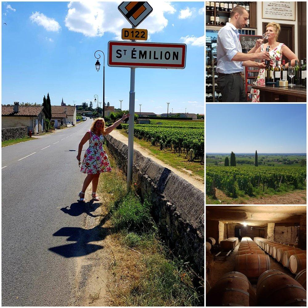 St. Emilion - Voor veel wijnliefhebbers is het fraaie stadje Saint-Emilion een bedevaartsoord. Op en rond de heuvel van Saint-Emilion liggen de wijngaarden. Ze verschillen onderling enorm. Vooral qua bodemsamenstelling en ligging ten opzichte van de zon. Maar in alle wijngaarden is de Merlot de belangrijkste bewoner.In Saint-Emilion wordt de Merlot gemengd met Cabernet Franc en Cabernet Sauvignon.Een goede Saint-Emilion kan lang worden bewaard. Saint-Emilion en Pomerol zijn plaatsen waar de Merlot zich van zijn beste kant laat zien.Meer dan de helft van de wijn uit Saint-Emilion is Grand Cru. Deze titel zegt daardoor niet zo veel. En wanneer je bij de slijter of op internet een Saint-Emilion Grand Cru voor een tientje ziet, dan is de kans groot dat je - ondanks het fraaie etiket - met een eenvoudige wijn te maken hebt. Wil je een goede betaalbare St. Emilion, neem dan de Grand Cru Classée.De beste wijnen van Saint-Emilion zijn de Premier Cru Classées A en B. Maar enkele huizen hebben een Premier Cru Classée A classificatie en elf wijnhuizen Classée B. Deze wijnen zijn van uitzonderlijke kwaliteit en daar hangt dan ook een pittig prijskaartje aan.