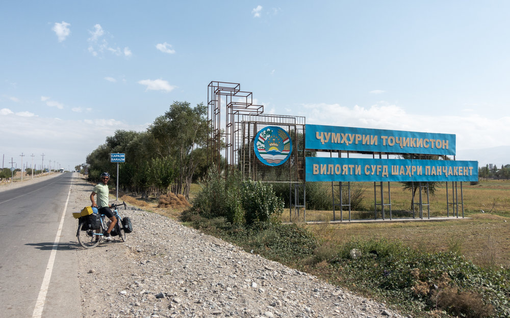 tajik-uzbek-border.jpg