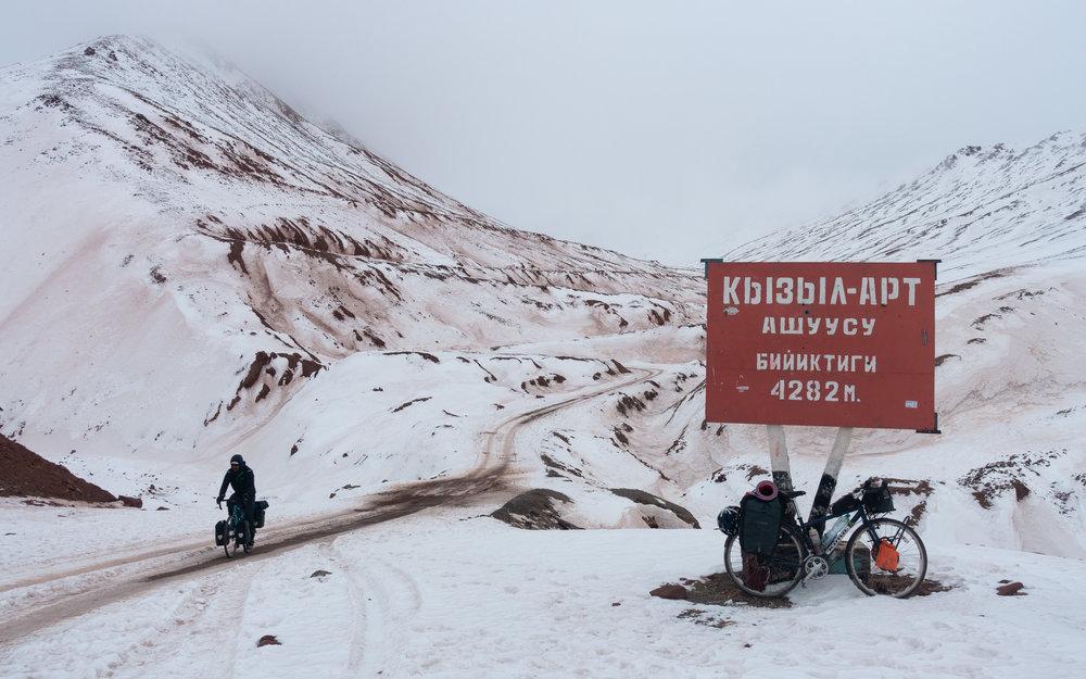 Tajik-Kyrgyz border.jpg