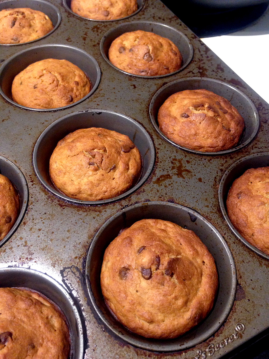 well-and-free-banana-chocolate-chip-muffins-2.jpg