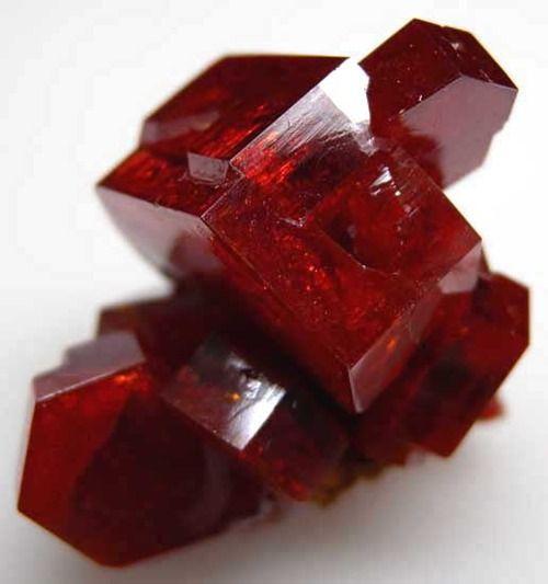 1706e0e88ff29640216b61a13e65d4b7-garnet-stone-red-garnet.jpg