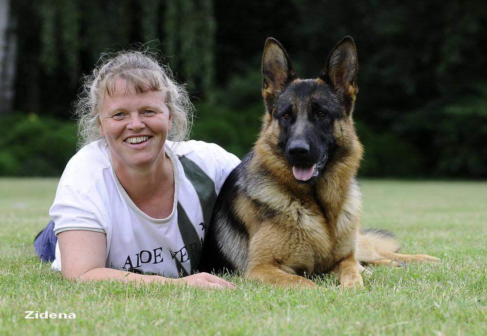 Schæfertæve Roager´s Xana med Anita Roager.