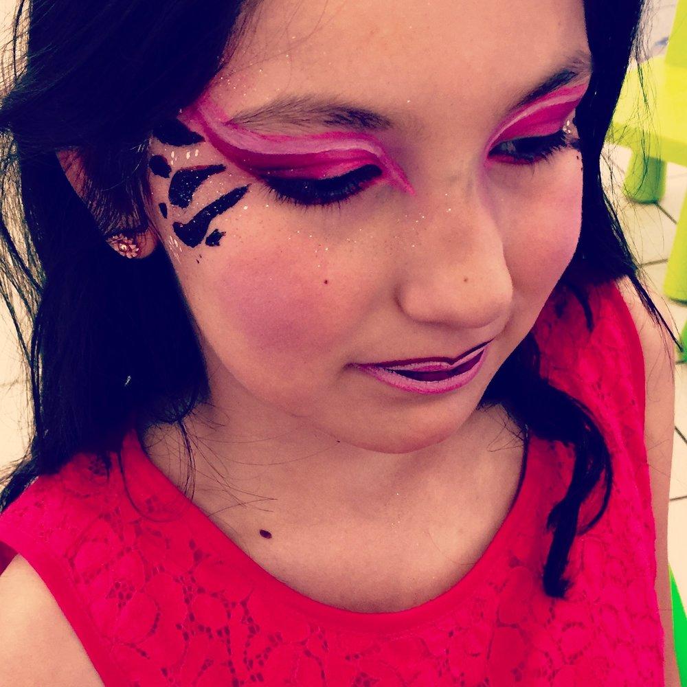 NataMakeUp - grimage enfant - artistique- rose et noir