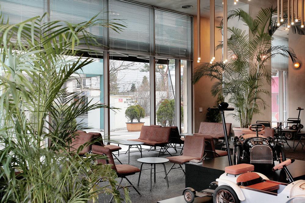 dthrone cafe 02.jpg
