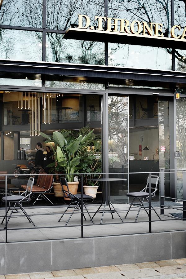 dthrone cafe 07.jpg