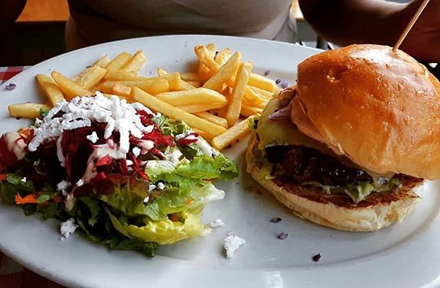 Happy Friday y'all 🍔🥗☀️#CheeseBurger #CapeTown