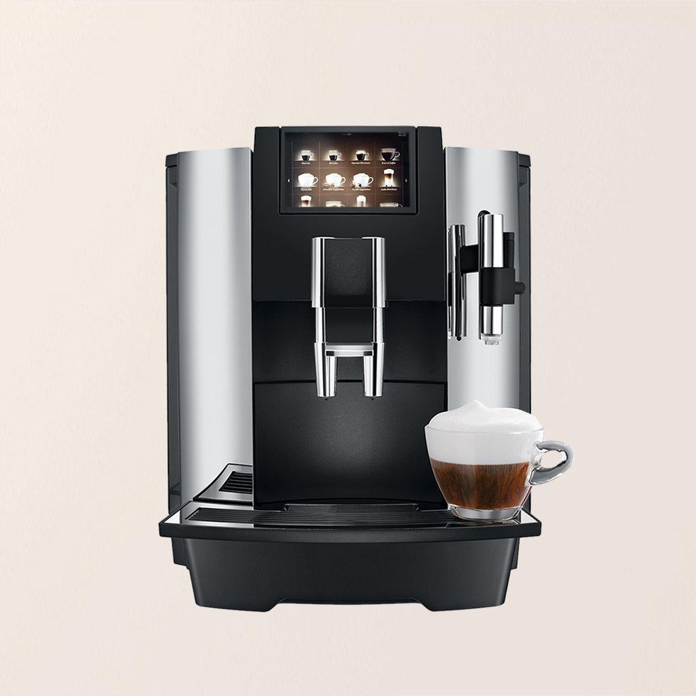 Darbā. - Paņemt kafijas pauzi darba laikā vienmēr ir laba ideja - tā ir brīnišķīga iespēja parunāties ar kolēģiem un iegūt enerģiju turpmākajām darba stundām. Sazinieties ar mums, lai iegūtu sev labākos risinājumus. Nav svarīgi, cik liels ir jūsu uzņēmums - tas ir pelnījis labāko, ko kafija var sniegt!