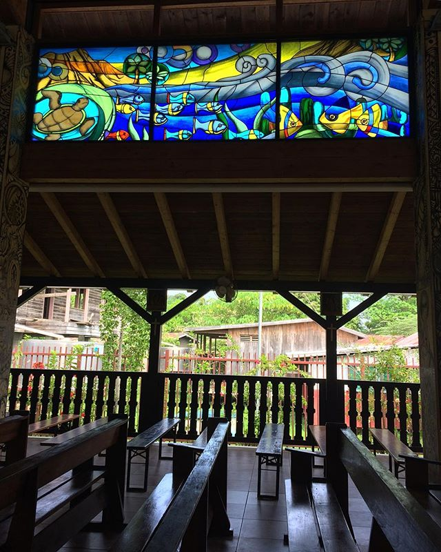 Gizo Cathedral stain glass windows depict the countries connection to the sea 🐠 . . 📍Gizo Cathedral, Solomon Islands . . #travel #instatravel #tourism#passportready #travelblogger #wanderlust #travelling #travelblog #instago #travelpics #tourist #wanderer #travelphoto #travelingram #mytravelgram #travels #travelphotography #amazing #arountheworld #tourist #solotravel #traveler