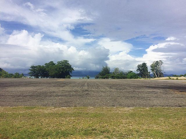 Gizo airport was built on an island, a short 10 minute boat ride from town. No security fence, no terminal, no gate. . . 📍Gizo Airport, Solomon Islands . . #travel #instatravel #tourism#passportready #travelblogger #wanderlust #travelling #travelblog #instago #travelpics #tourist #wanderer #travelphoto #travelingram #mytravelgram #travels #travelphotography #amazing #arountheworld #tourist #solotravel #traveler