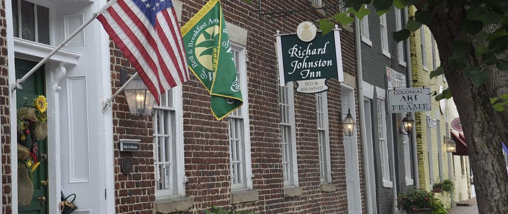The Richard Johnston Inn Bed and Breakfast - Fredericksburg VirginiaThis award winning upscale Inn offers seven beautifully appointed guest rooms, 2 suites and caters to small, intimate weddings and other special events in our courtyard or parlors.