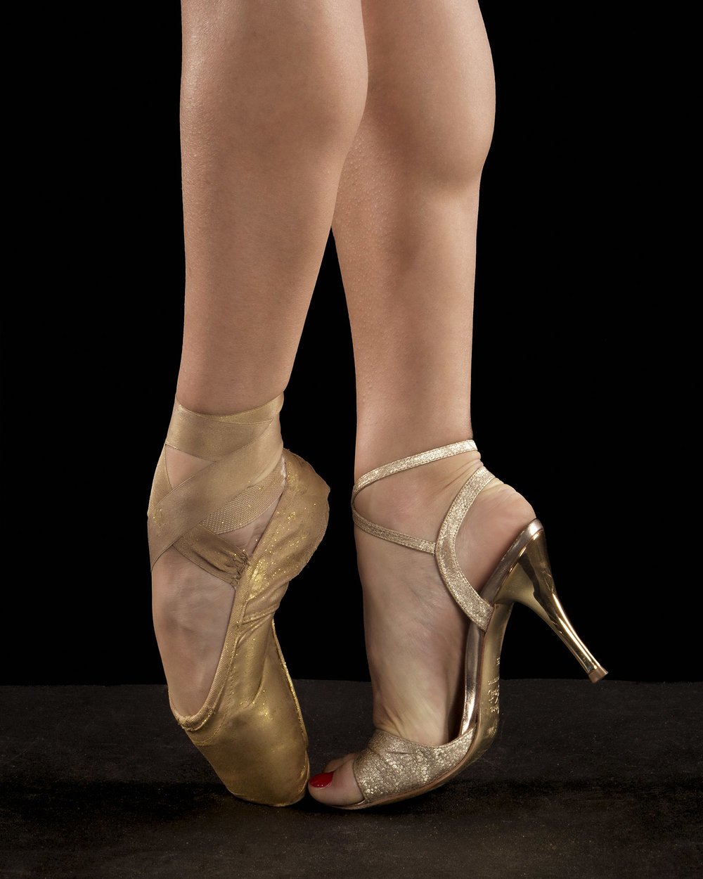We started off with photographing Erin in her pointe & tango shoes.