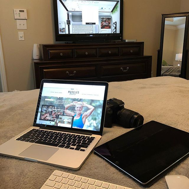 When you need two computers and your iPad...but you can't get out of bed #iPad #apple #webdesign #webdesigner #photographer #leaguecity #promo #benocturnal