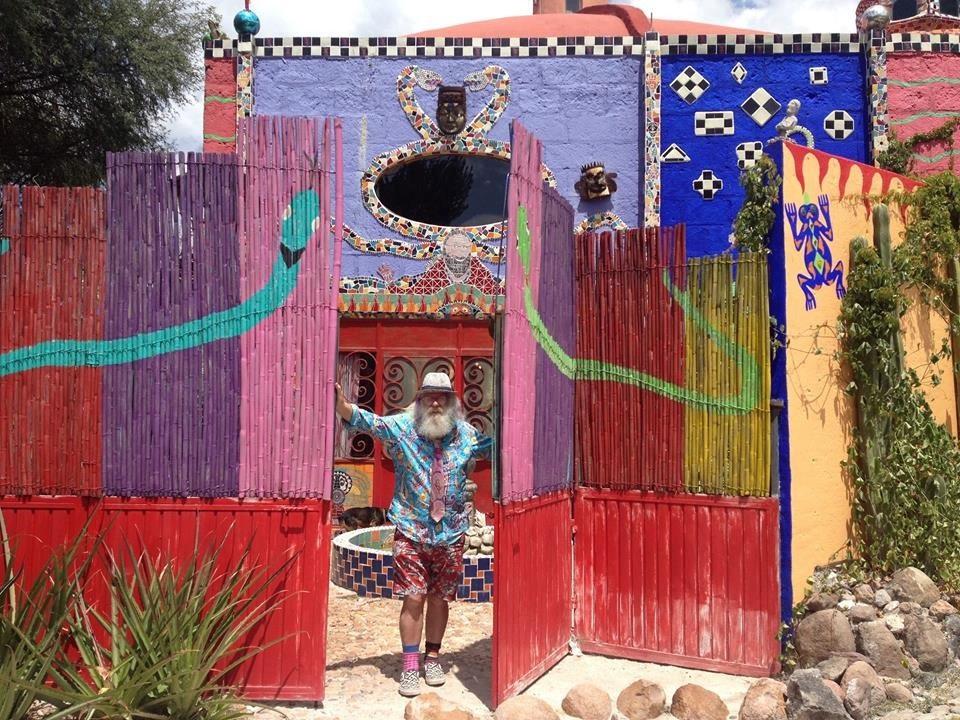 Anado McLauchlin welcomes you to Casa de Las Ranas