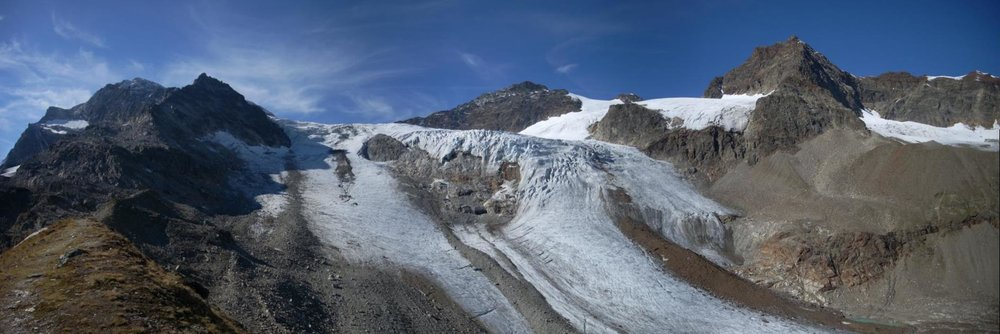 Cinedoku_Vorarlberg_Filmteam_im_Ochsentaler_Gletscher_Panorama.jpg