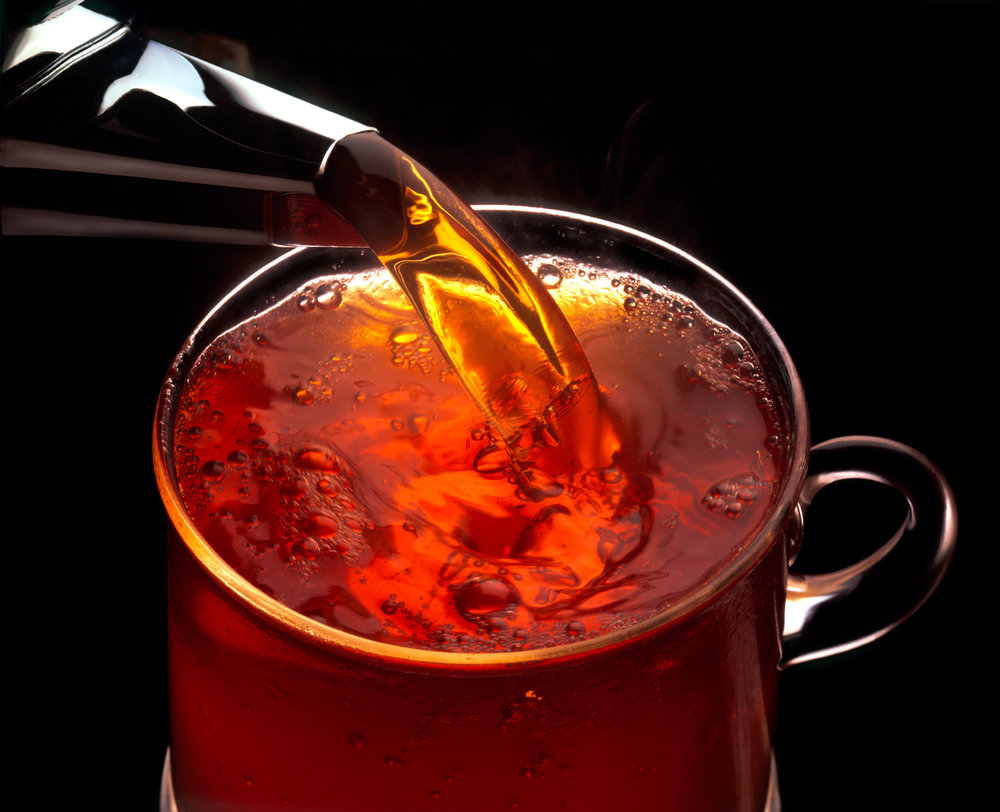 tea pouring into a cup, top view...133.jpg