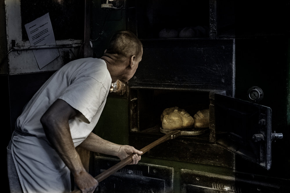 extracting breads from oven bld col.jpg