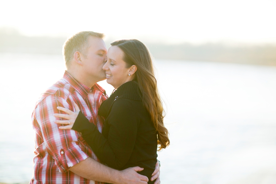 jeffersonville-indiana-engagement-photos-river-water-red-025