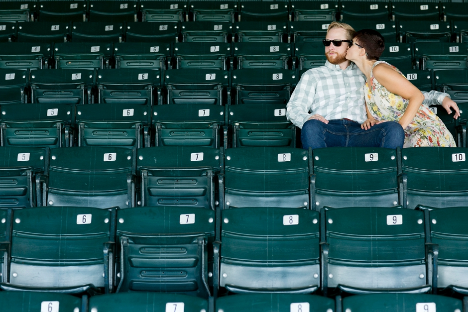 keeneland-engagement-photos-corgi-bluegrass-ky-equestrian-010