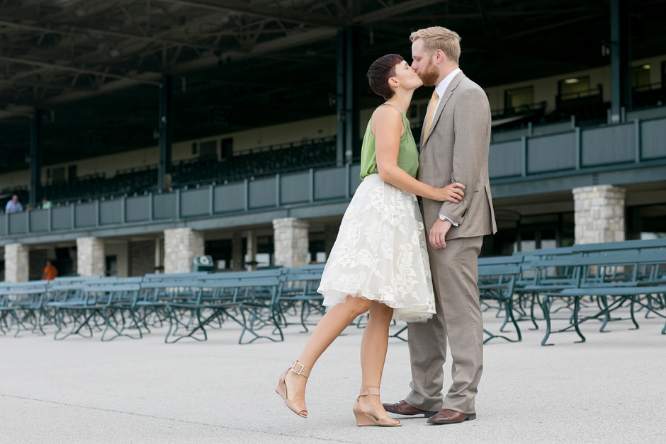 keeneland-engagement-photos-corgi-bluegrass-ky-equestrian-021