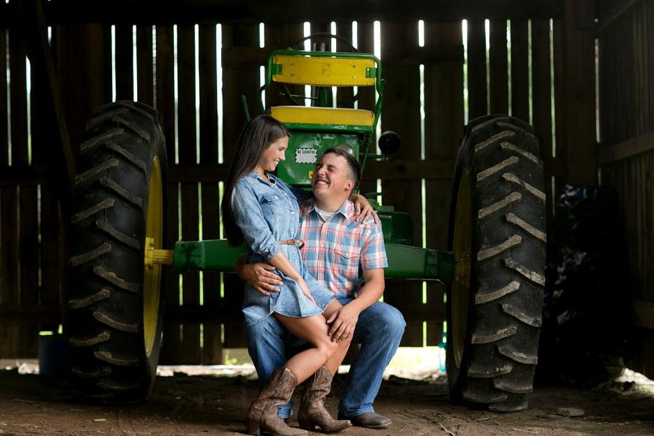 southern-farm-engagement-photos-25