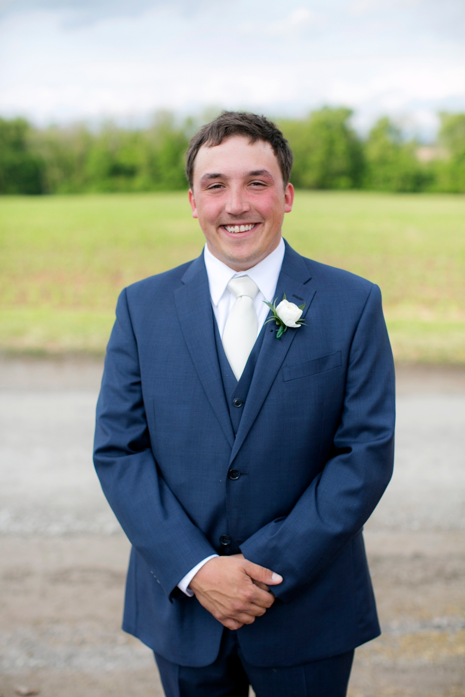langley-farm-bourbon-wedding-spring-cream-bride-woodford-709