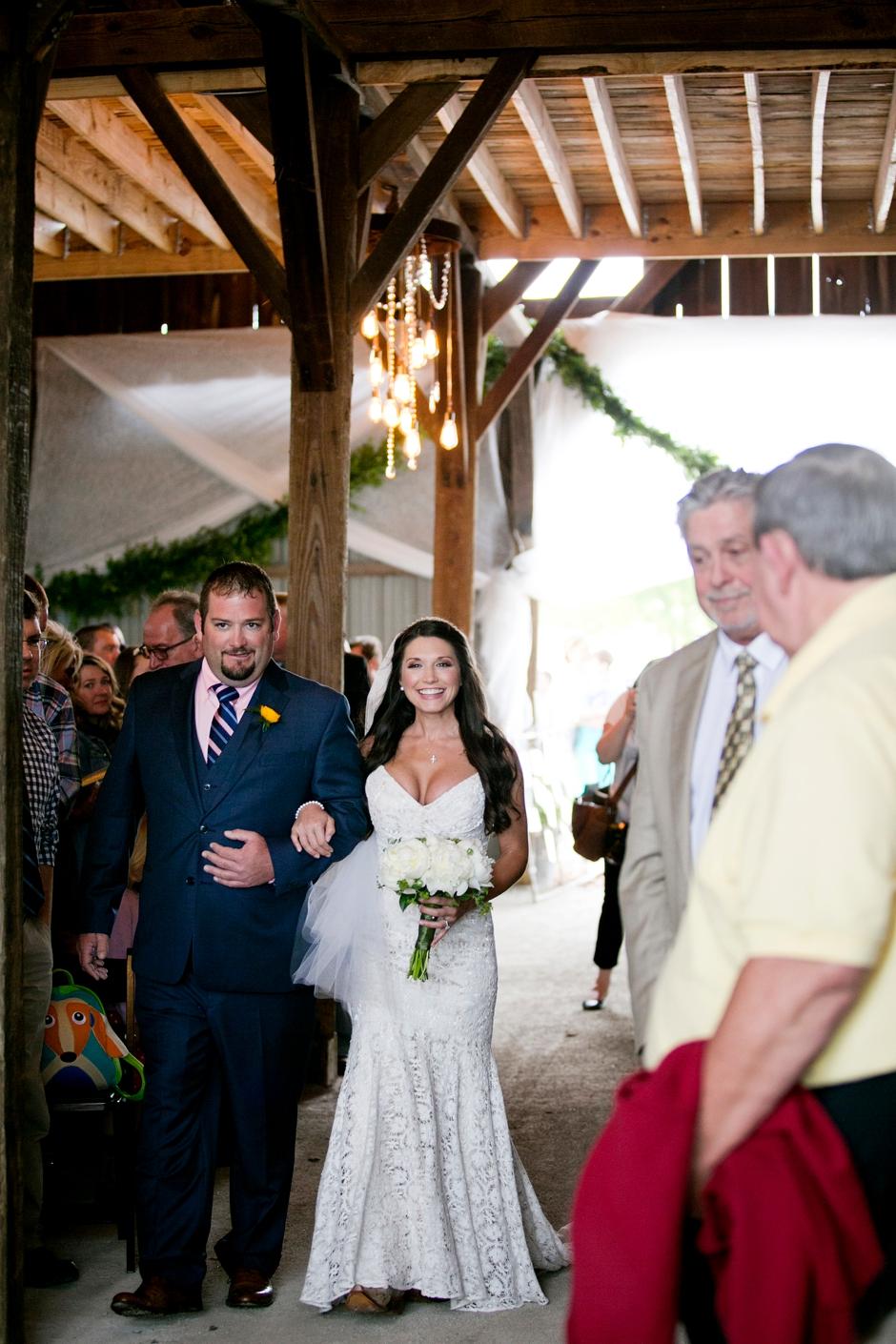 langley-farm-bourbon-wedding-spring-cream-bride-woodford-720