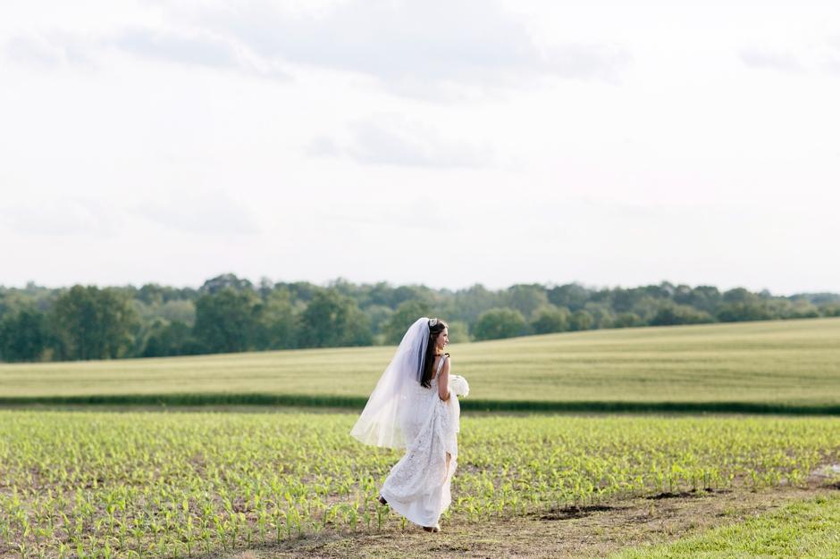 langley-farm-bourbon-wedding-spring-cream-bride-woodford-742