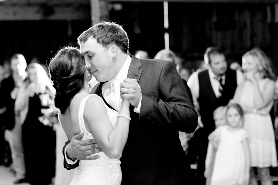 langley-farm-bourbon-wedding-spring-cream-bride-woodford-785