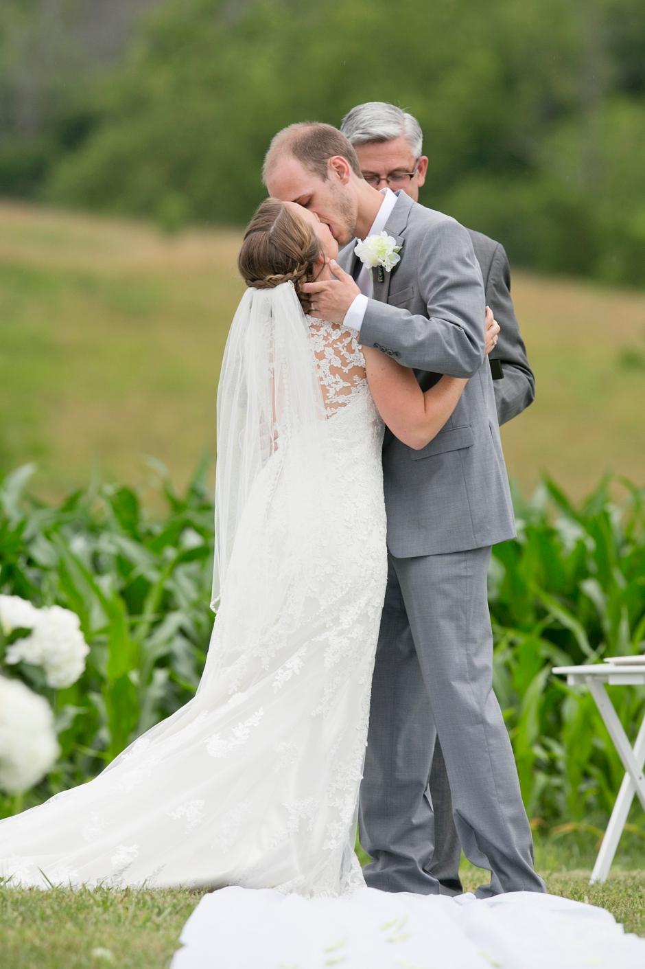 shelby-hills-farm-summer-kentucky-wedding-navy-green-041