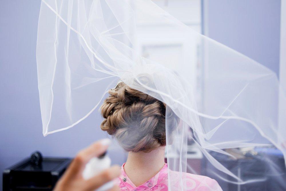 28-wedding-hair-spray.JPG