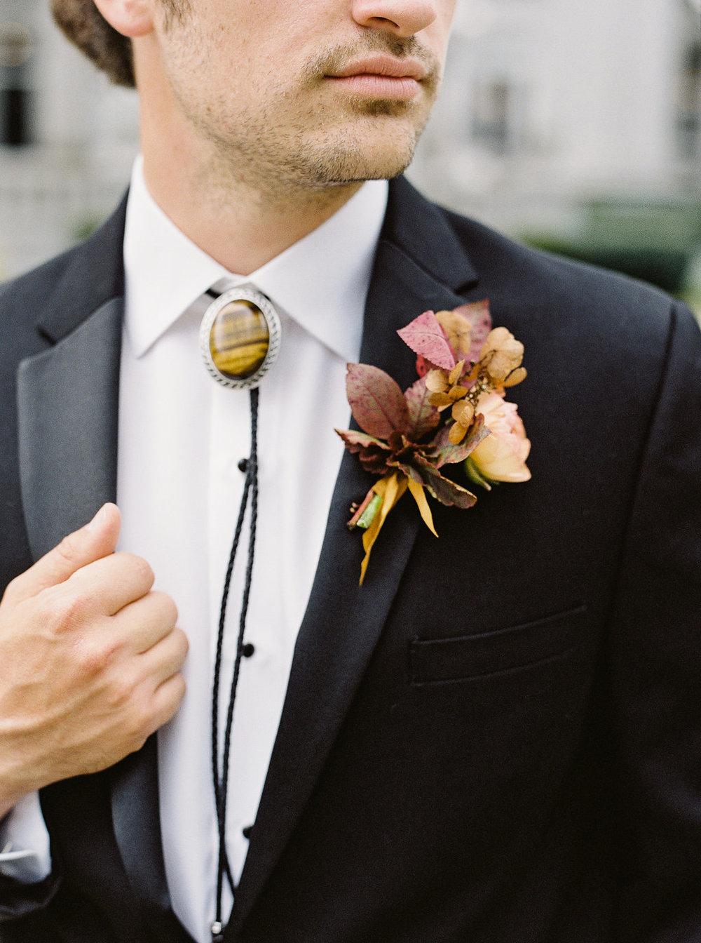 fall-wedding-Jenny-haas-Samantha-joy-events-laurel-court-cincinnati-wedding-groom