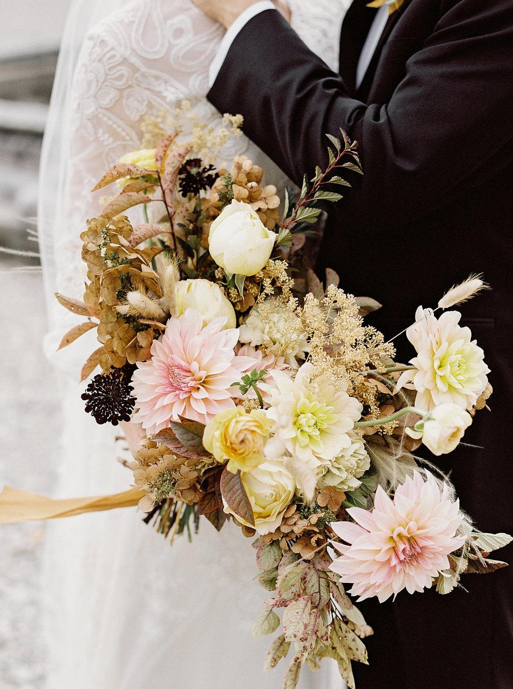 fall-wedding-Jenny-haas-Samantha-joy-events-laurel-court-cincinnati-wedding-bouquet
