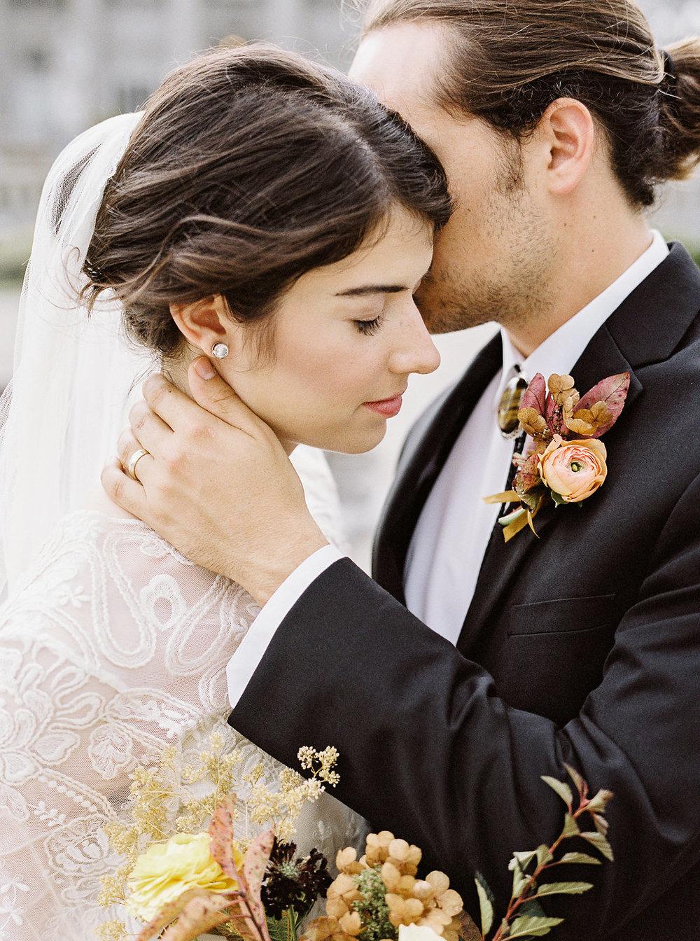 fall-wedding-Jenny-haas-Samantha-joy-events-laurel-court-cincinnati-wedding-bride-and-groom