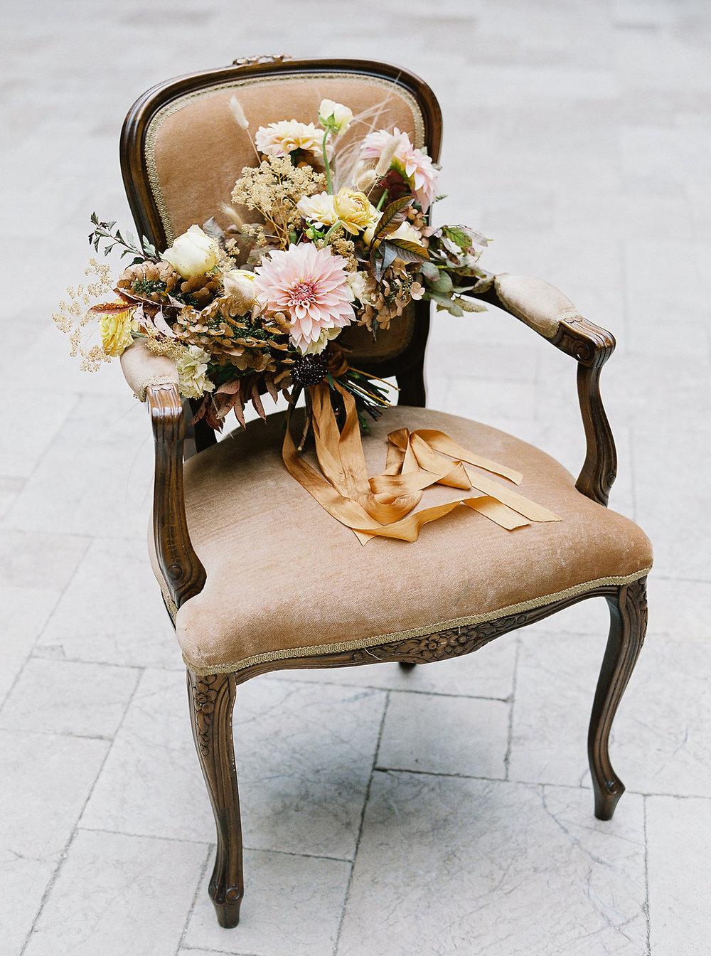 fall-wedding-Jenny-haas-Samantha-joy-events-laurel-court-cincinnati-wedding-bouquet-chair