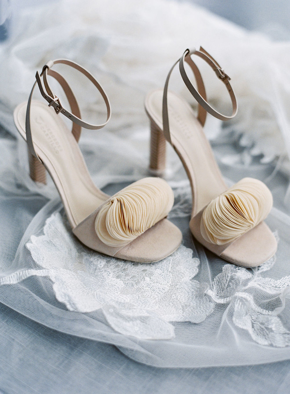 speed-art-museum-jenna powers photography-weddingshoes.jpg