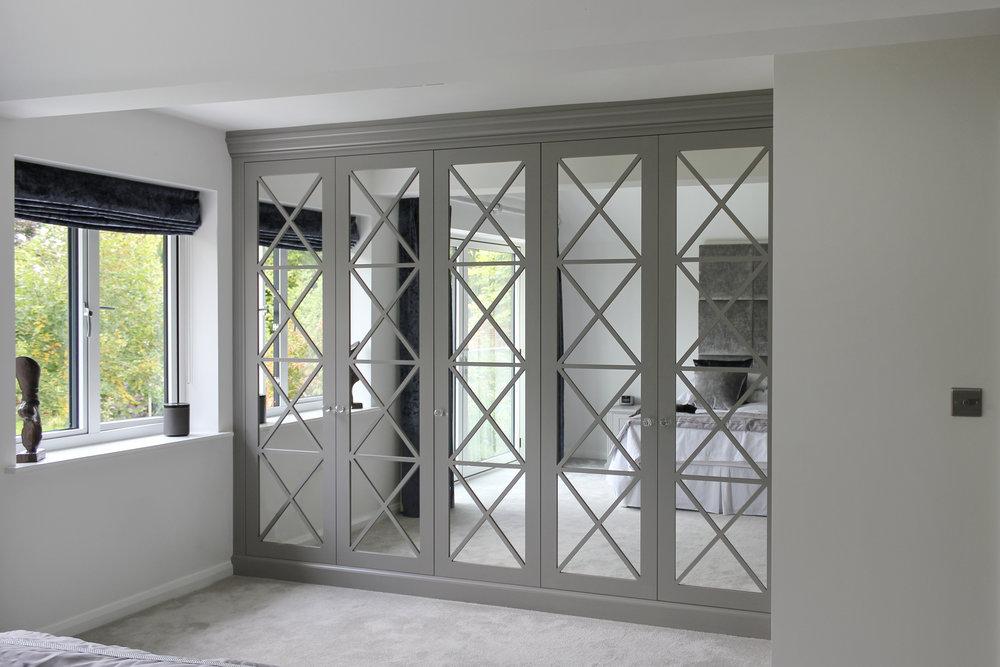Criss Cross design with mirrored doors