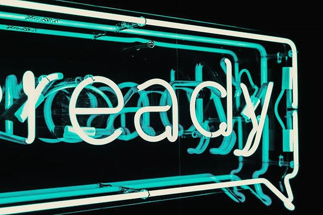 New week...bring it on! ✊ (📷: @arnoroth) • • • #newweek #newgoals #thebarreproject #TBP #barre #ready #neonsign #jadegreen #ledlight #dailymotivation #monslay #fitnessfreaks #slaytheday #dailyinspiration #happymonday #mondayvibes #motivation #dailyart #ledsign #artinspiration #instaartwork