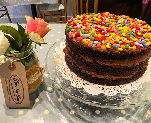 New Years resolution - eat more cake!! 🍰 timefortea #wanstead #triplechocolate #browniecake #smarties #newyearsresolution #cake #instacake