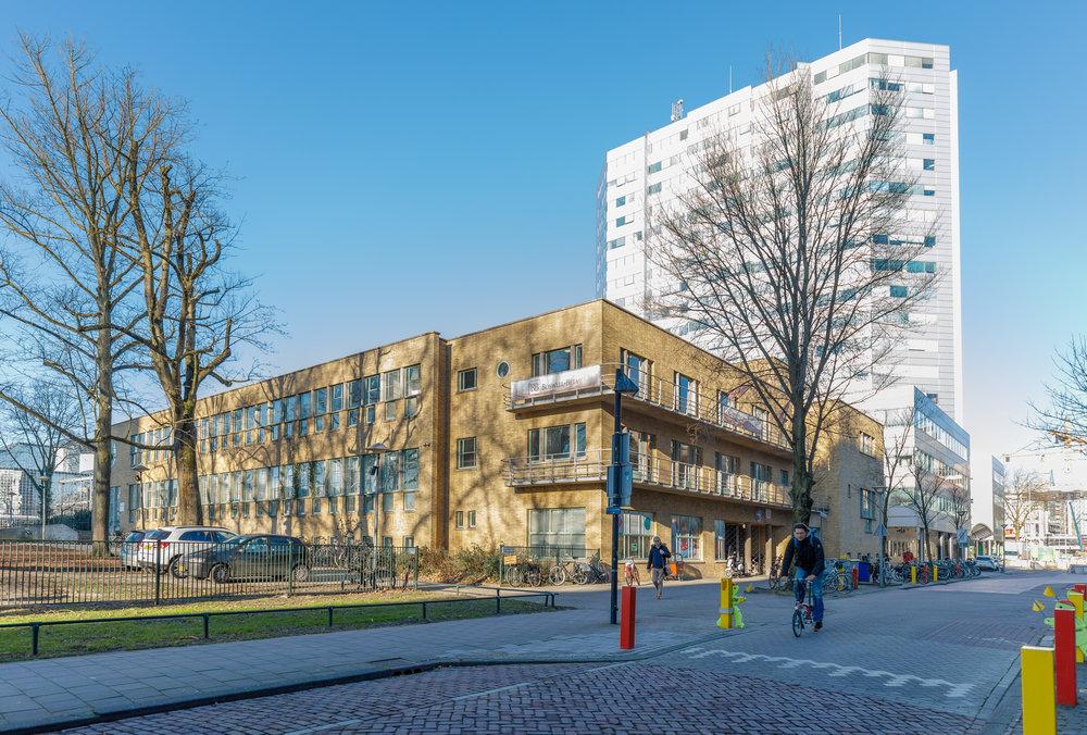 De Puntenburg is gehuisvest in een monumentaal gebouw, direct naast Utrecht Centraal Station. -