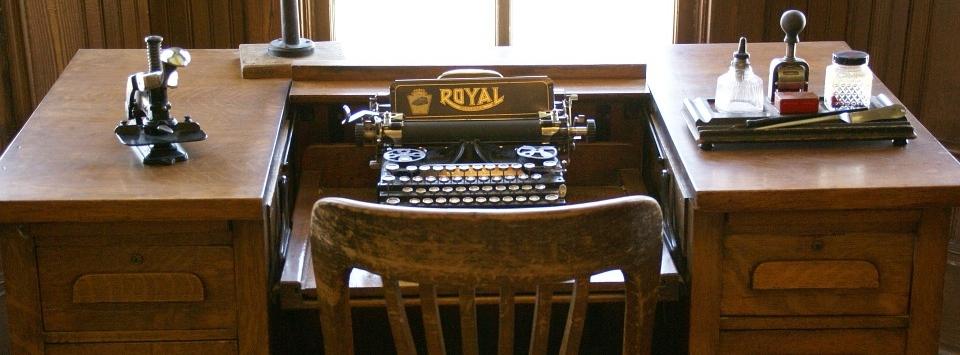 typewriter-663487_960_720.jpg