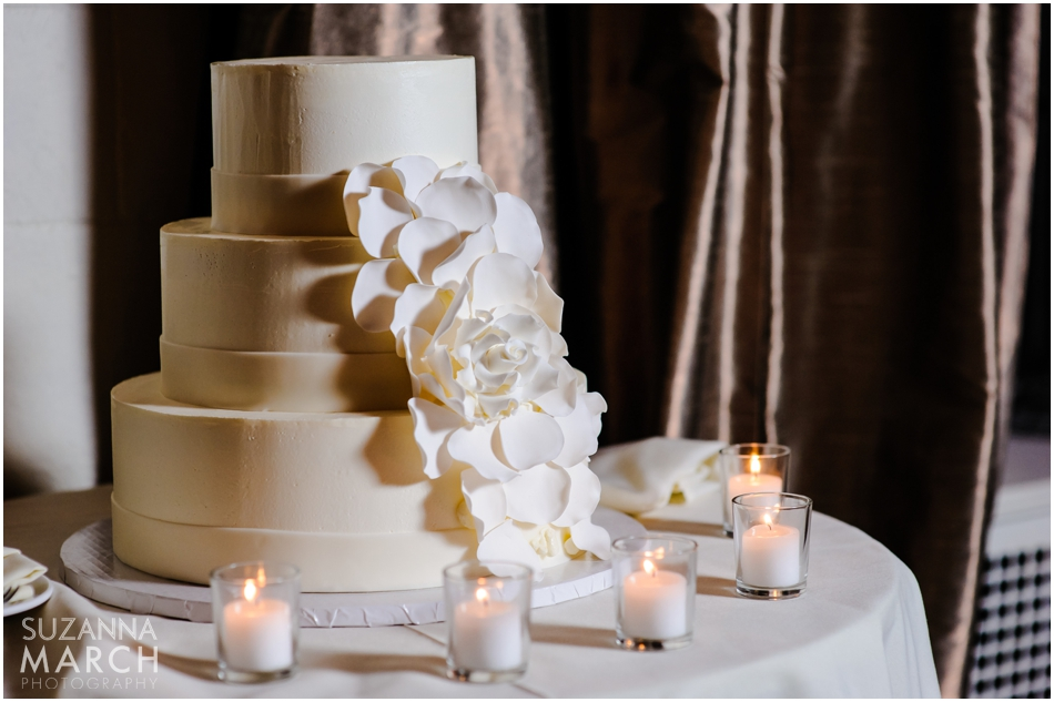 i-dream-jeanne-cakes-wedding-buttercream-round-rose-suzanna-march-photography.jpg