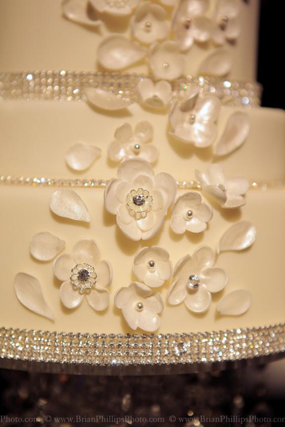 i-dream-jeanne-cakes-wedding-extravagant-brian-phillips-photo-a2.jpg
