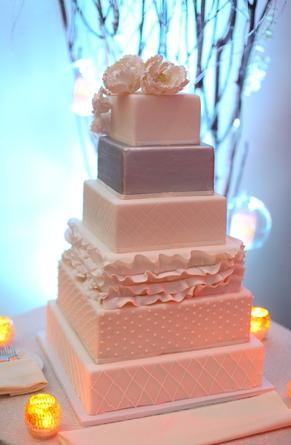i-dream-jeanne-cakes-wedding-5tiersquare-poorquality.jpg