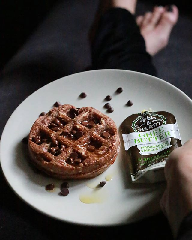 🍫Everything tastes better with chocolate 🍫 Cinnamon Swapples, @fourthandheart madagascar vanilla ghee + @enjoylifefoods mini chips. You are sooooo welcome, Friday. #WafflesReinvented • • • • • • • • • • #Swapples #chocolatelover #chocoholic #chocolate #ghee #fourthandheart #antiinflammatory #yucaroot #grainfreediet #glutenfreediet #paleorecipes #goodcarbs #goodfats #goodforthesoul #feedyoursoull #fridaymood #goodvibesonly #onmyplate #eatgoodfeelgood #eatthisnotthat #sweettooth #onthetable #onthego #kidfriendly #kidtestedmotherapproved #guthealth #forkyeah #spoonfeed #thenewhealthy