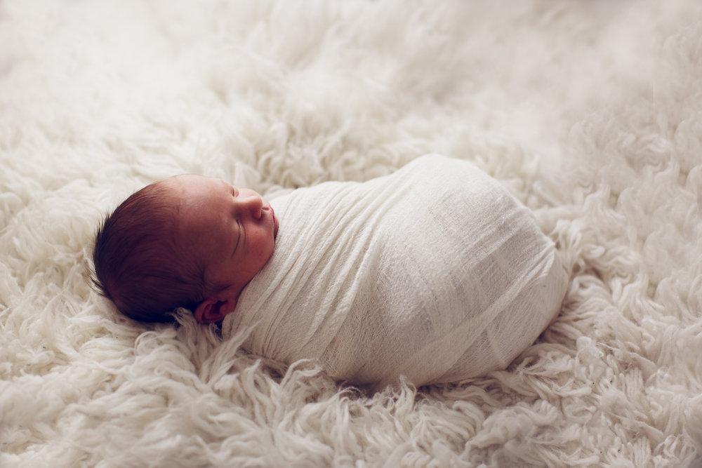 max-newborns-lafayette-indiana-photographer-newborn-photographer-9.jpg
